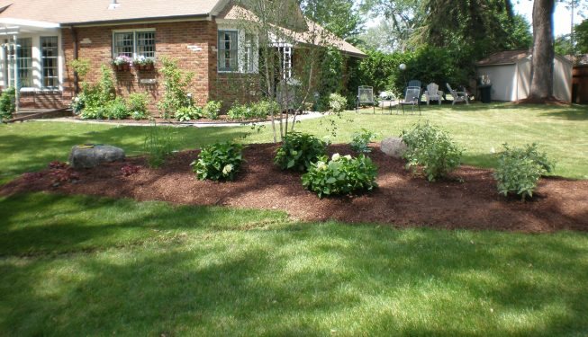 Flowerbed with mulch